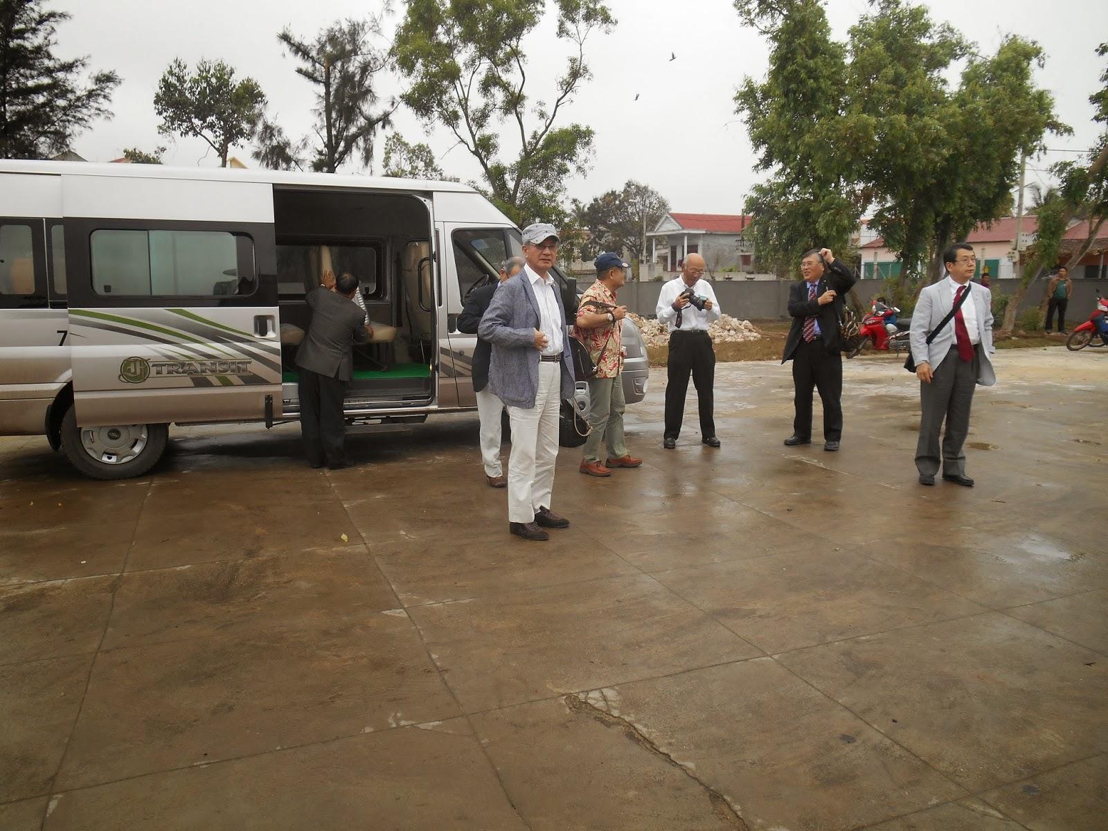 Lễ trao tặng gạo cho các cụ ở xã Bảo Ninh nhân dịp 8/3 giữa CLB Sachi Rotary Nhật Bản và Quỹ Nhân Ái Người cao tuổi chi nhánh Quảng Bình