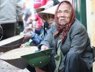 Những cụ già không dám nhìn lâu