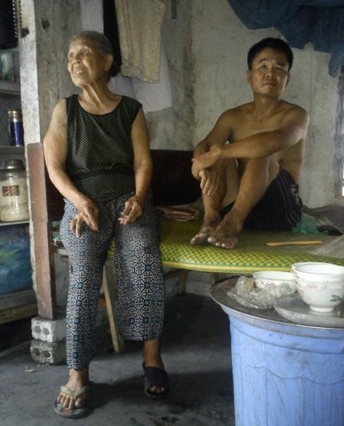 Đắng lòng trước cụ già 80 tuổi vật lộn nuôi gia đình