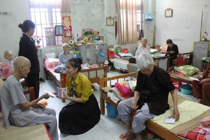 Ở viện dưỡng lão, người già sẽ được chăm sóc tốt hơn
